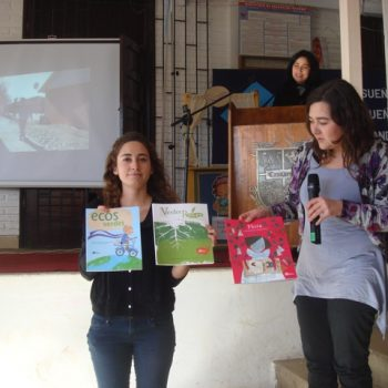 Josefa Morales and Andrea Gómez from Fundación Mi Parque, showing some of the drawings that students made