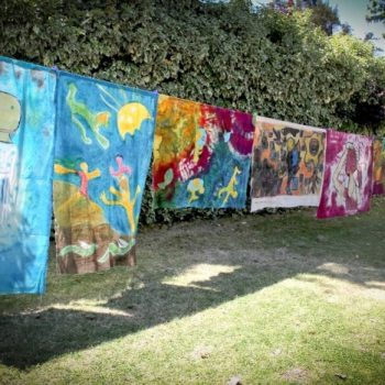 Montaje de las obras participantes el año 2011 en los jardines del Museo Artequín