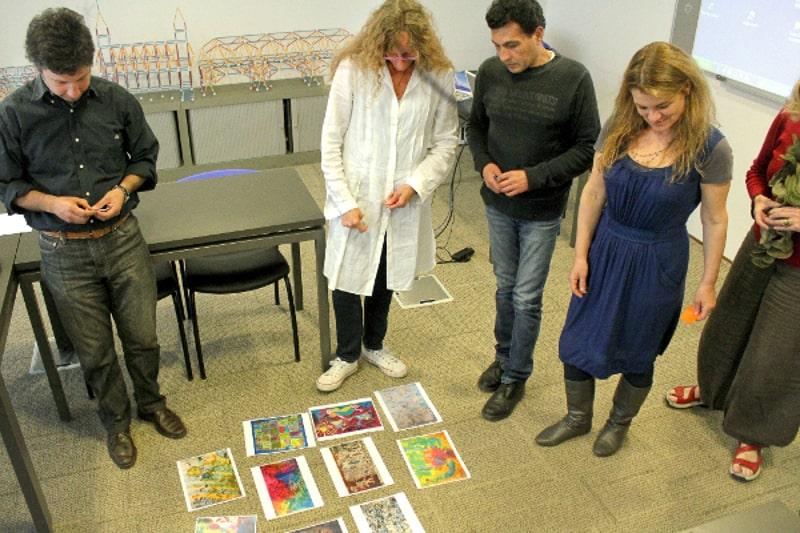 Artistas visuales, representantes de Anilinas Montblanc, Fundación Mustakis y Gesto durante el proceso de selección de las obras ganadoras