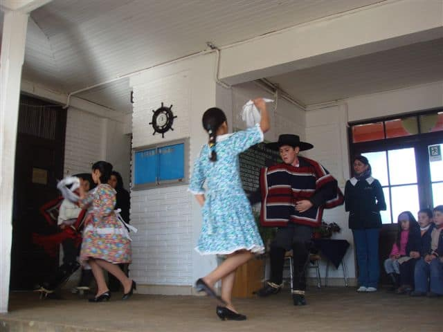 Students Cueca (typical dance) presentation