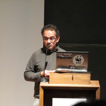 Alberto Tacón, de la WWF Chile, exponiendo las conclusiones del congreso