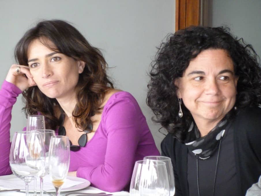 Docentes de la  Universidad Alberto Hurtado en el almuerzo organizado por Fundación Mar Adentro: Pilar Santelices (Coordinadora de Arte y Cultura) y Liliana Bravo (Directora de Pedagogía en Historia y Ciencias Sociales)