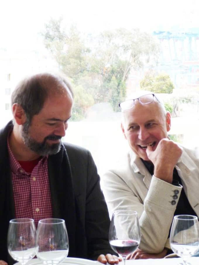 Juan Villoro (ensayista) y Charles Zuker (neurocientífico) en el  almuerzo organizado por Fundación Mar Adentro, en Casa Higueras