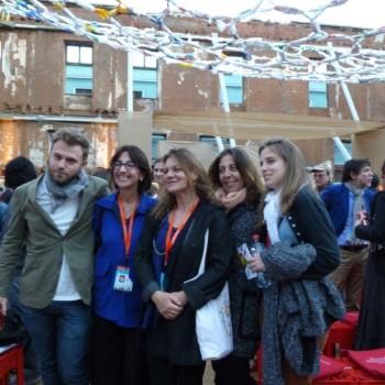 El escritor italiano Paolo Giordano junto a la Presidenta de Fundación Mar Adentro, Madeline Hurtado, la Artista Visual Paula Ortiz y Maya Errázuriz