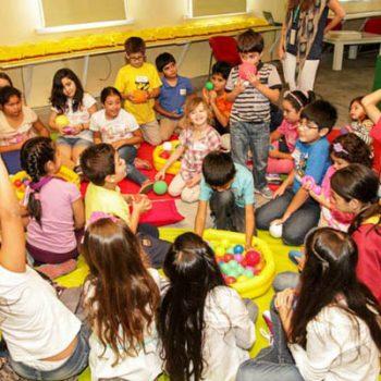 Niños durante Laboratorio: Sinfonía a Todo Color