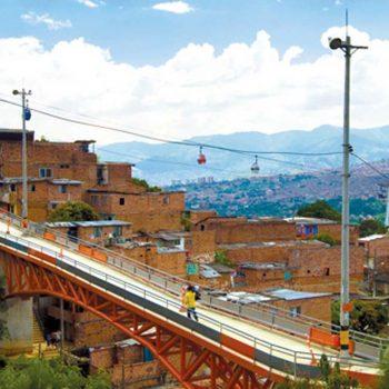 Vista del Puente Mirador, Medellín Colombia