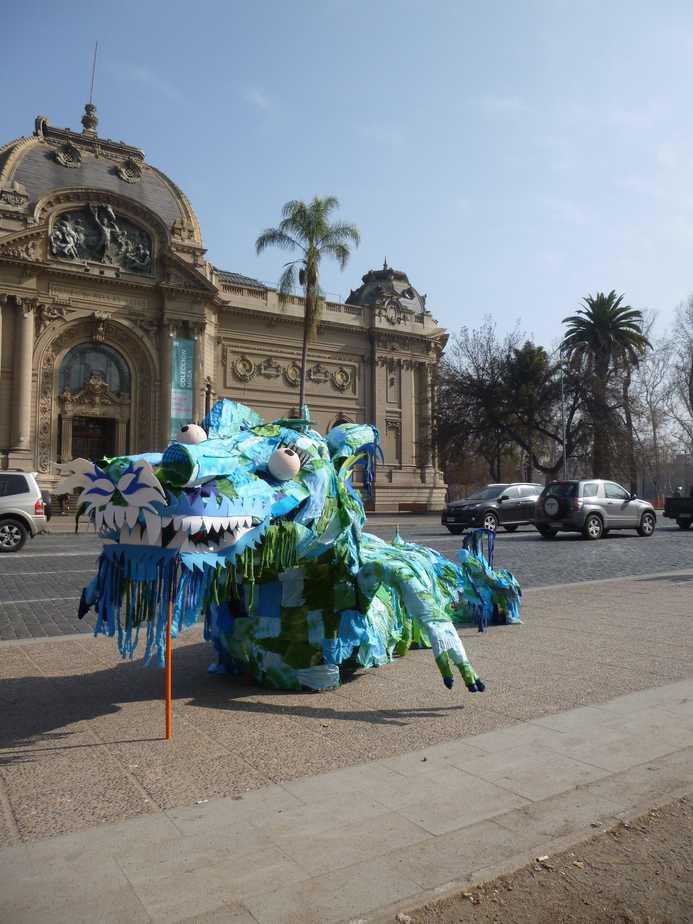 Intervención frente al Museo Nacional de Bellas Artes