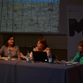 Segunda mesa de conversación: Beatriz Bustos, curadora; Neva Milicic, sicóloga; Isabel Margarita Heaussler, sicóloga