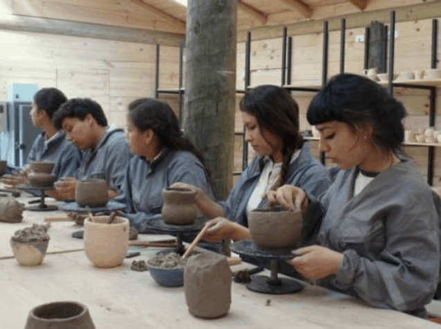Students of the School of Ceramics