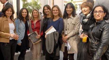Angélica Montes, Paisajista del Proyecto, junto a Valentina Justiniano, Pamela hurtado, Madeline Hurtado y gran parte del equipo de la UAH