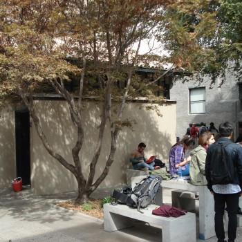 Alumnos disfrutan de los nuevos espacios exteriores
