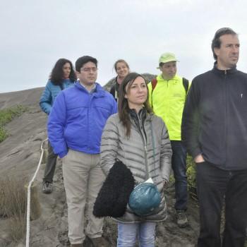 Delegación de la OCDE en visita a terreno de Humedal