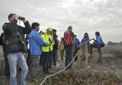 Delegación de la OCDE durante visita a terreno de Humedal