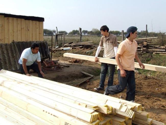 Durante la construcción de la Escuela de Artes y Oficios