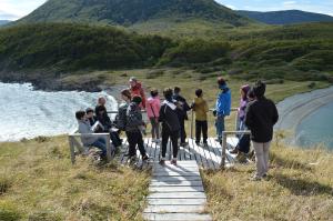 Analizando el entorno en el Faro de Cabo San Isidro