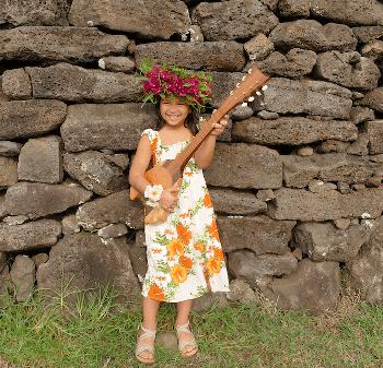 Una joven alumna de  Escuela de Música de Rapa Nui