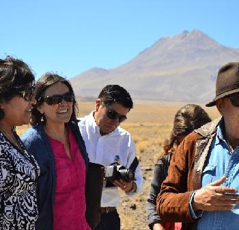 Sandra Berna, Alcaldesa de San Pedro de Atacama, Beatriz Bustos, curadora del proyecto y Christian Boltanski