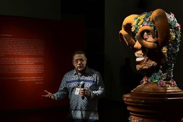 El artista Edouard Duval-Carrié durante la inauguración / Foto: Jorge Sánchez, gentileza GAM