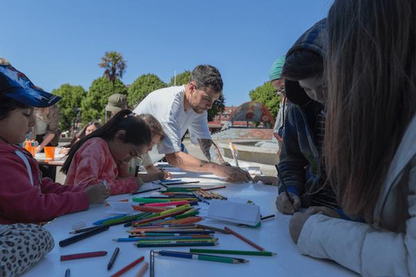 Taller abierto a la comunidad realizado en la Plaza de Armas de Castro