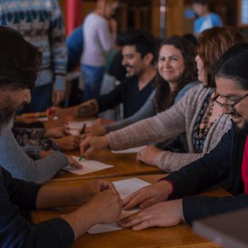 Profesores de escuelas locales aprenden y disfrutan de los talleres impartidos en la Biblioteca de Castro