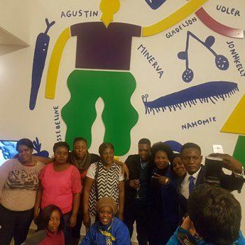 Comunidad haitiana en inauguración de mural.