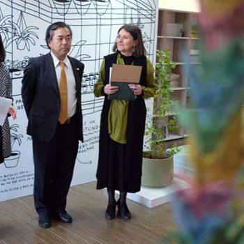 Beatriz Bustos O., Directora de Arte, Cultura y Educación de FMA junto al Embajador de Japón en Chile y Directora de Centro Cerrillos, Beatriz Salinas en lanzamiento de página web
