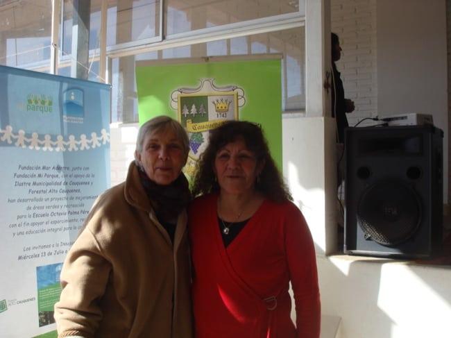 Madeline Berger (Fundación Mar Adentro) and Mirta Cancino, Director of Escuela Octavio Palma Pérez