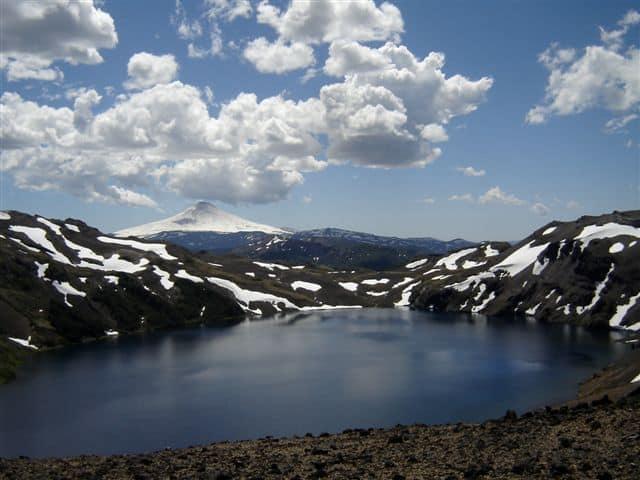 Laguna Azul a los pies del Volcán Villarrica- Bosque Pehuén