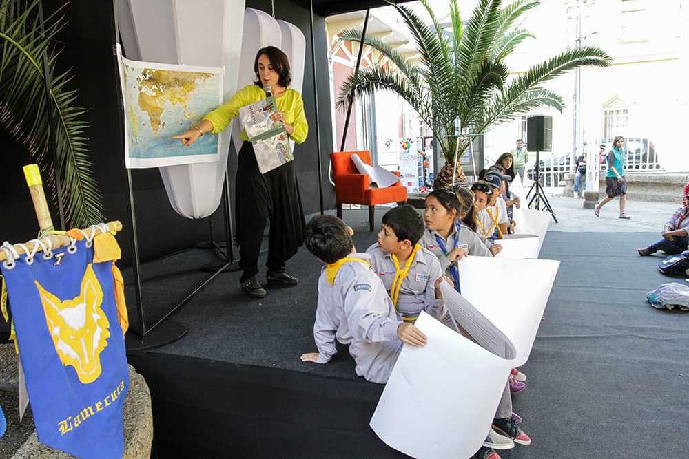 Darwin: a trip to the end of the world, activity for children performed by Olaya Sanfuentes