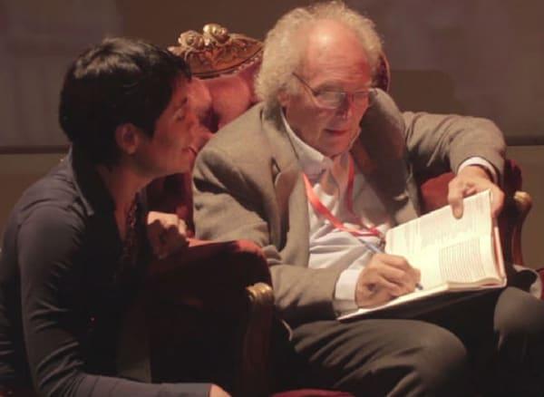 Science popularizer Eduardo Sunset, signing one of his books
