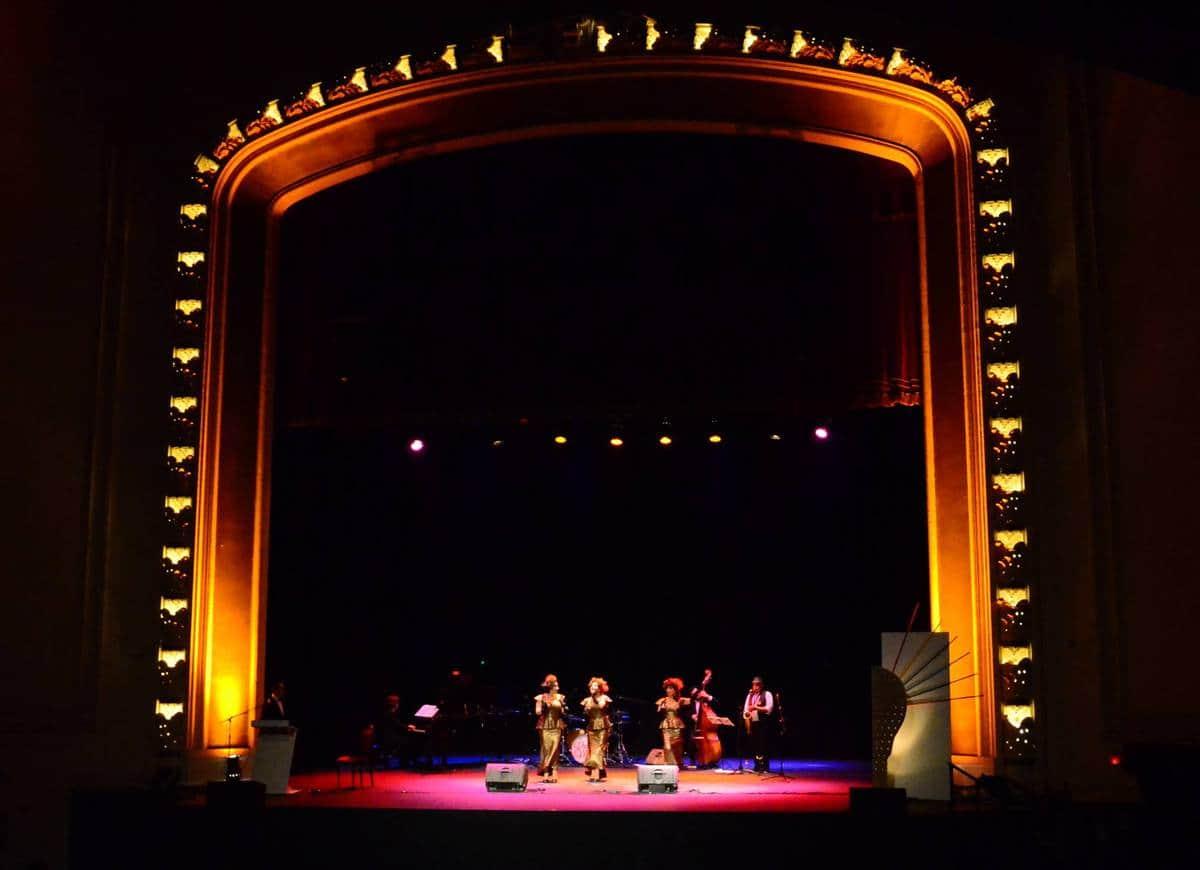Pink Milk performance on Teatro Municipal de Valparaíso