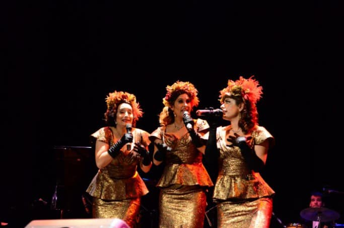 Pink Milk, chilean vocal group, in Radio Days show