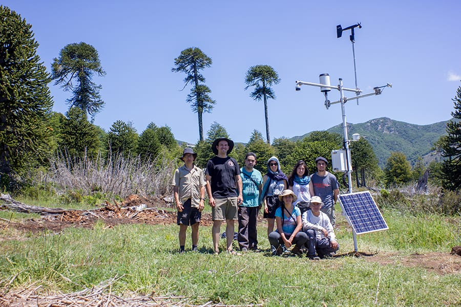 The team of scientists and Lea Moro in the Tres Hermanas weather station ©Andrés Bucci.