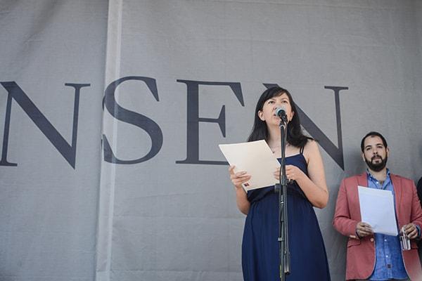 Beatriz Salinas, directora de Centro Nacional de Arte Contemporáneo Cerrillos en su discurso durante inauguración de exposición. ©Sebastián Mejía