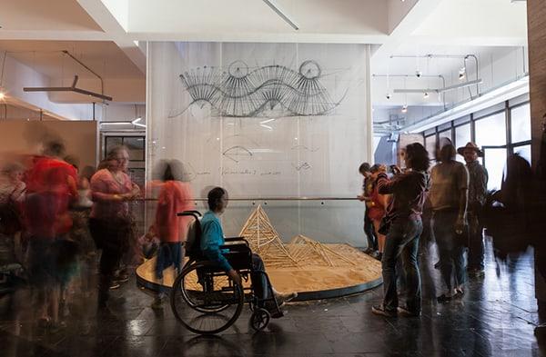 Animaris Currens Vulgaris en primer piso de Centro Cerrillos, primer animal caminante creado por Jansen. ©Sebastián Mejía