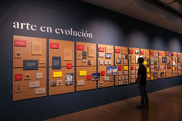 In the second floor of the exhibition you will find the Strandbeest Family Tree that portrays this species' evolution. ©Sebastián Mejía