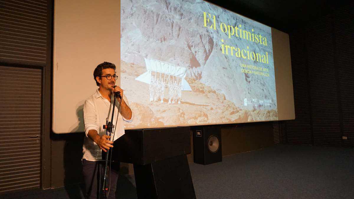 Víctor Leyton, Director del Documental El optimista irracional de Theo Jansen presentando en el estreno de Santiago