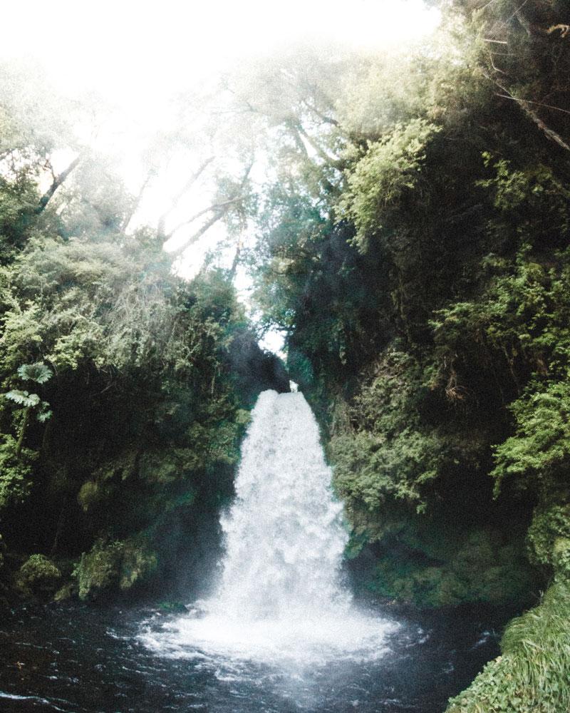 Fotografía de cascada de agua